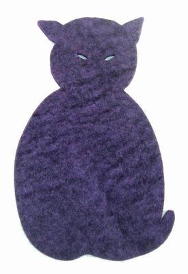 Grytunderlägg sittande katt