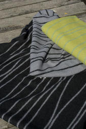 Curvy Lines grå/svart 130x180 Jaquardvävd ullpläd