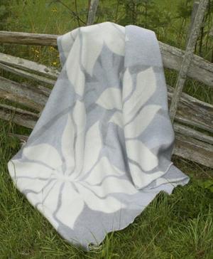 Lily grå 130x180 Jaquardvävd ullpläd