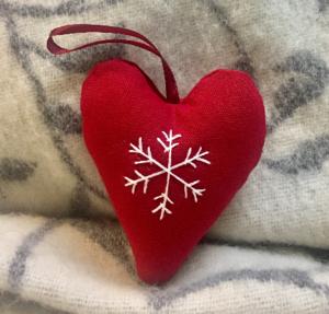 Hjärta rött med snöstjärna