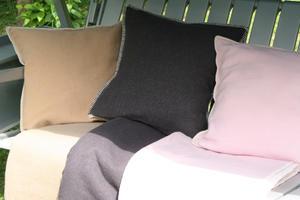 Haga Xtra Soft 130x180 vit/rosa Jaquardvävd ullpläd
