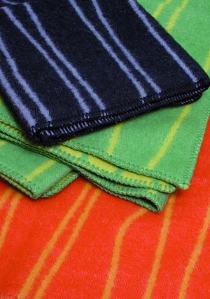 Curvy Lines grön/grön 130x180 Jaquardvävd ullpläd